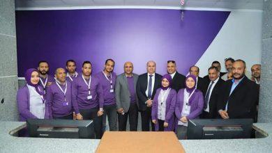 صورة الشيخ والحوفي ولقاء مع العاملين بالاتصالات في البحر الاحمر