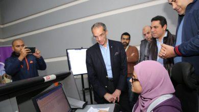 صورة وزير الاتصالات يتفقد مركز المراقبة والتحكم لشبكة الشركةالمصرية للاتصالات